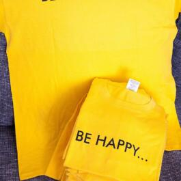 """Happy T-Shirts mit der Aufschrift """"Be Happy..."""" vorne und """"be Heidelberg!"""" hinten"""