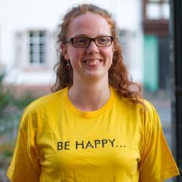 Mitglied des Dokuteams im Happy Heidelberg-T-Shirts